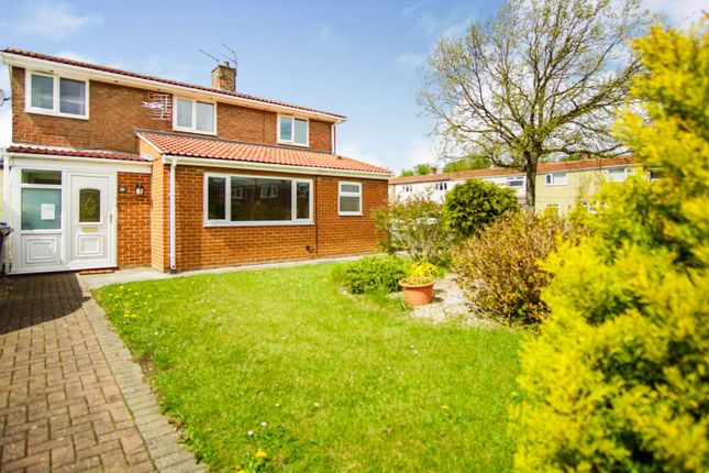 4 bed link-detached house