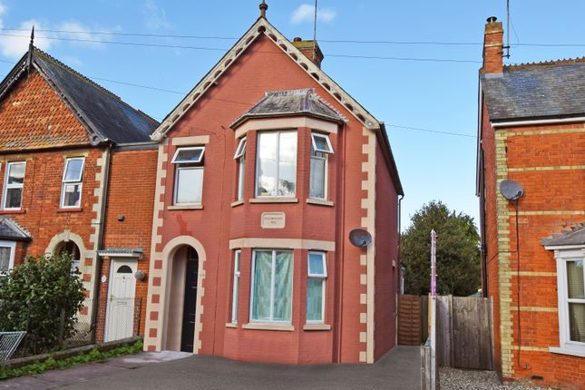 6 bed semi-detached house